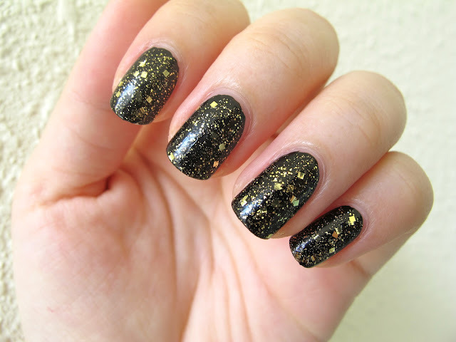 Legally Nailed: Essence Colour3 My Sparkling Acrobat