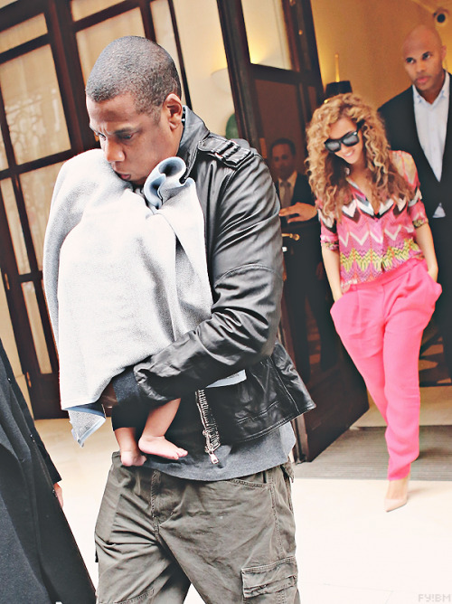 fuckyeahbeyonceminaj:  Beyoncé, Jay-z & Blue out for Lunch in Paris today. (6-4-12) (2)