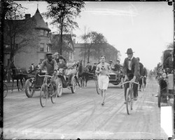 Metzner, a runner, on a street in Chicago surrounded by bicycles, cars, and a horse-drawn wagon, c. 1905. Photograph from the Chicago Daily News.  Want a copy of this photo?  > Visit our Rights and Reproductions Department and give them this number: SDN-050632. Connect with the Museum
