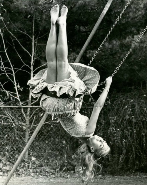 hoodoothatvoodoo:  Girl on a swing  I love to swing :)