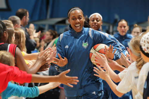 Candice is greeted by fans as the Lynx run onto the court. (Photo by David Sherman)