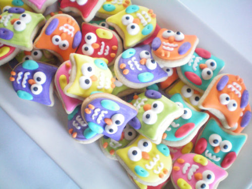 How cute are these mini owl cookies?! They would be the perfect alternative to typical tea cookies for your next gathering. And at $30.00 for a colorful 4 dozen, you simply can't beat 'em. Find them here.
