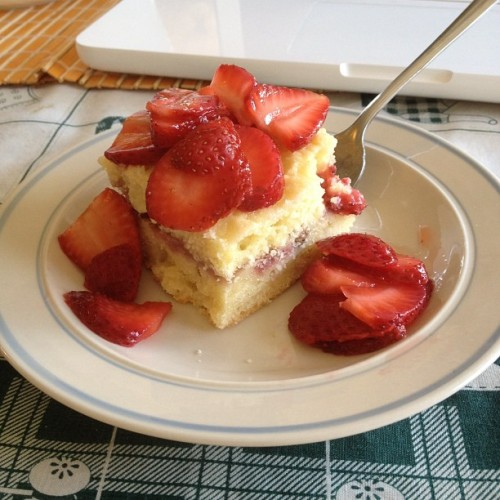 Mmmm :) #nofilter #delicious #strawberry #cake (Taken with instagram)