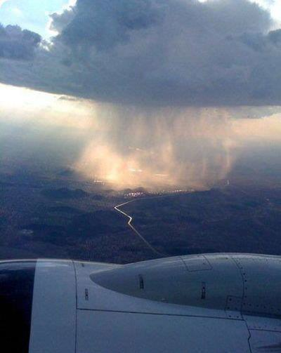 comemattmebro:  This is what rain looks like up in the air, it's beautiful.
