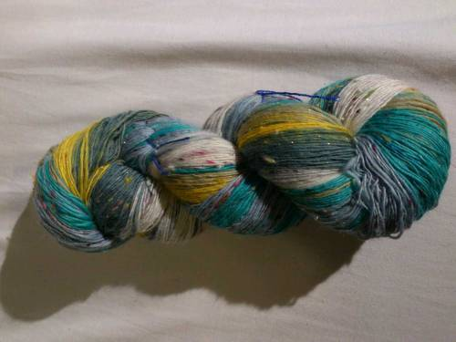 SEAFOAM SARI!!!  So it's all spun up and I am leaving it as singles. I am SO happy with this you have no idea! I got 1083 yards from it and I think it is going to become a shawl at some point, i'll have to start looking on ravelry. I also now have Disqus on my blog, so click through to the post and leave me a comment! :)