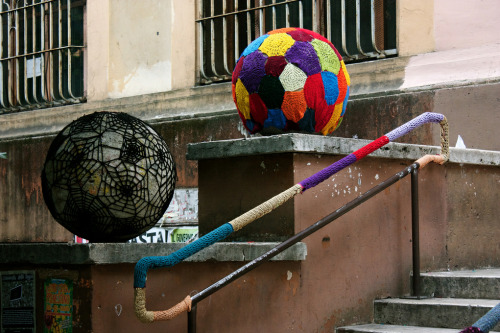 gaidaweb:  Yarn Bombing - special week. Photos via