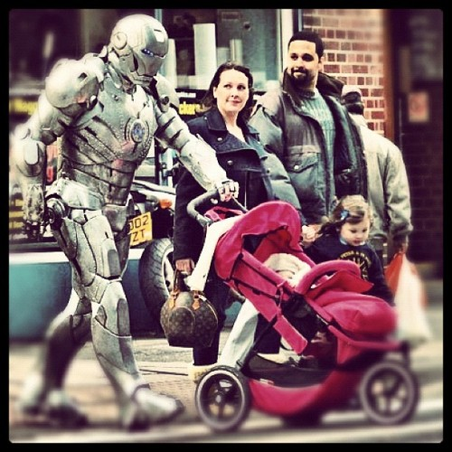 ellzsofly:  Best dad ever #iron-man #cosplay  (Taken with instagram)