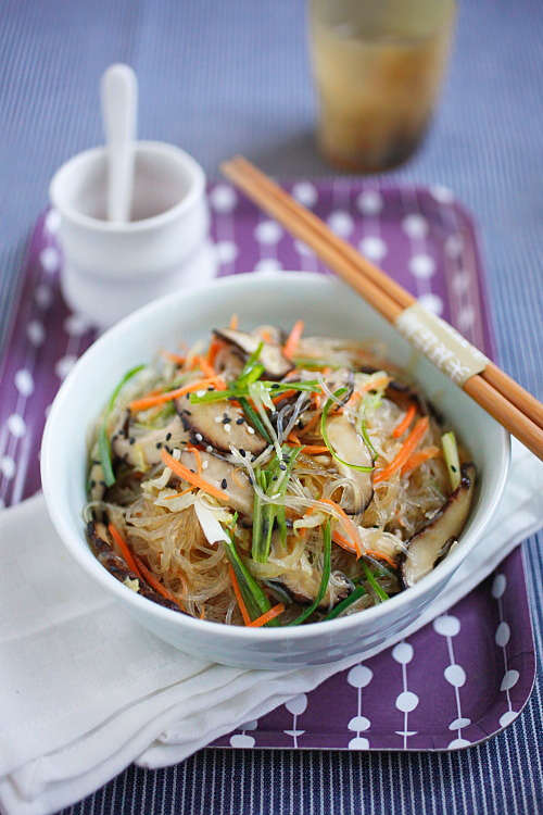 (via Vegetable Fried Noodles) Bean thread/cellophane noodles are delicious and naturally gluten free, so I am always looking for new ways to use them.  Here is a yummy looking vegetarian dish featuring bean thread noodles. Find gluten-free oyster sauce here or try subbing a combo of fish sauce, tamari, and brown sugar