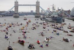 positive-press-daily:   The River Thames became a royal highway Sunday, as Queen Elizabeth II led a motley but majestic flotilla of more than 1,000 vessels in a waterborne pageant to mark her Diamond Jubilee.  In a colorful salute to the island nation's maritime past, an armada of skiffs and sailboats, rowboats and paddle steamers joined a flower-festooned royal barge down a 7-mile (11-kilometer) stretch of London's river.  (click-through for full story)