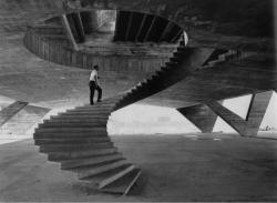 cosascool: Affonso Eduardo Reidy going up the stairs of the Museum of Modern Art of Río De Janeiro  during the construction in 1953.