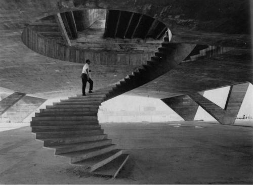 Love cosascool:  Affonso Eduardo Reidy going up the stairs of the Museum of Modern Art of Río De Janeiro  during the construction in 1953.