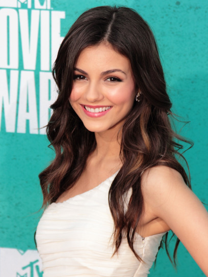 From Victoria Justice's flowing waves to Emma Stone's gorgeous updo, see which stars had our favorite hairstyles at last night's MTV Movie Awards. Check out more top looks here »