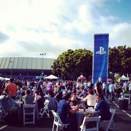 agentmlovestacos:  Crowd shot at the @PlayStation outdoor reception & food orgy. #E3 (Taken with instagram)