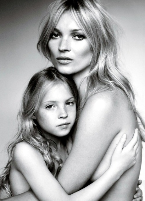 Kate Moss and her daughter Lila Grace for Vogue, Sep 2011. (Photo: Mario Testino)