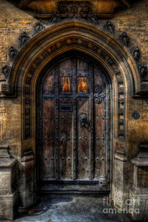 abriendo-puertas:  Old College Door - Oxford. By Yhun Suarez