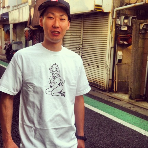 Kid bought a tee, while I was at Goro's shop. Arigato gozaimasu