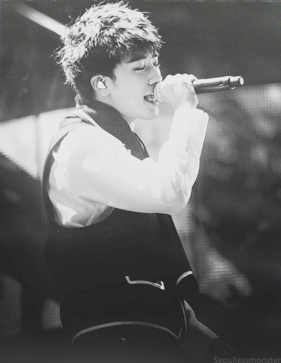 7/100 pictures of Seungri