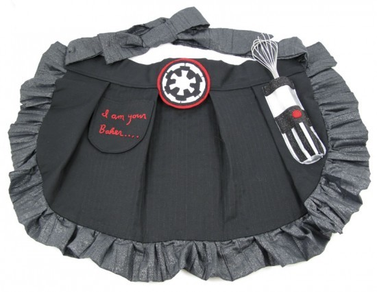purple-lightsaber:  This apron was apparently made just for display, but I hope someone is inspired enough to make them en masse. via igeektrooper
