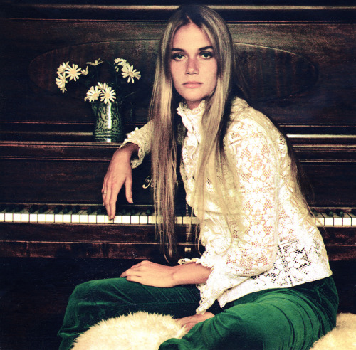 calivintage:  peggy lipton.  this be rashida's momz.