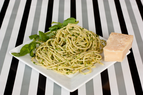 foodopia:  homemade pesto spaghetti: recipe here