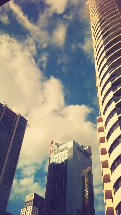 Sydney#Sydney #colours #Building(from @JenyJose on Streamzoo)