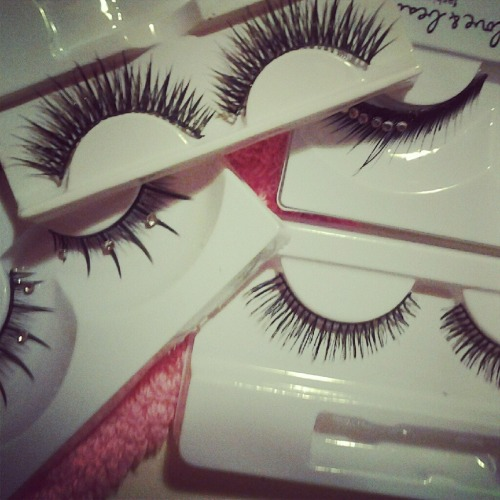 jiselsosleazy:  Lashes~  Who makes these lashes - are they any good ?