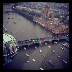 sevenpercent:  Stunning view of the Diamond Jubilee River Pageant as seen from the London Eye (image via the official Thames Diamond Jubilee Pageant Facebook page)