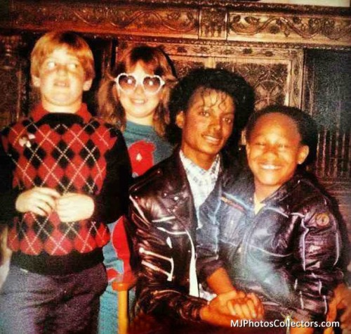 Reblog http://we-heart-jackie.tumblr.com : awesome pic of @michaeljackson and @officialdealz