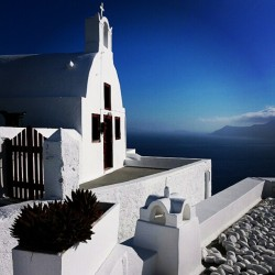 #santorini  #oia  #greece  #travel  #socialtravel  #clubsocial  #followme  #instagramhub  #instagrammers  #instamood  #architecture (Taken with instagram)