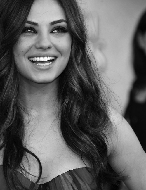 setfiretothestreetz:  bitchez:  ILY MILA  bb so perf.