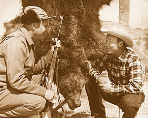 gunsngear:  Roy Weatherby and Roy Rogers after bear hunting with a Mark V.