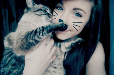 OH I want to do a picture like this, with roxy and her future kittens!.