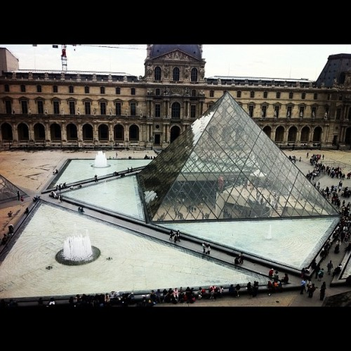 #Louvre #Paris #Art (Taken with Instagram at Pyramide du Louvre)