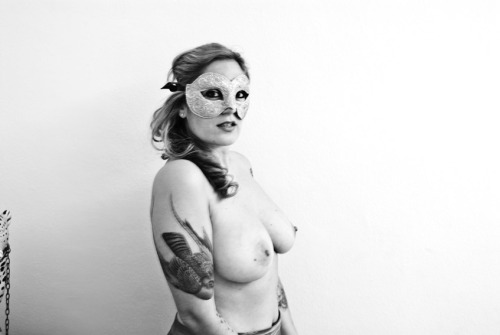 Luna Tristà Woman with mask (2011)