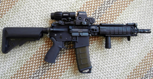 theonus:  sempervigilio:  Aww man, this'd be perfect with a 20-round mag.  THIS. THIS RIGHT FUCKING HERE, IN TAN.. Oh, God. Weapon boner level=max  Going to build one like this for my wife.