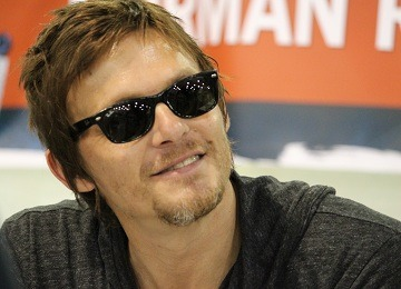 reedusluts:  fake6pack:  Gah!  NORMAN SMILE. -Em