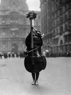 m3zzaluna:  walking violin in philadelphia mummers' parade, 1917 a person dressed as a violin in philadelphia's mummers' parade, january 2, 1917. photo by otto bettmann.