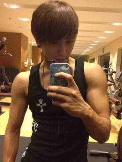 "CN Blue's Jung Yong Hwa Shows Off His Muscular Body   On June 5, Jung Yong Hwa updated on the official CN Blue Twitter, tweeting, ""Everyone~ I've been exercising hard after the fan meeting. Here's my picture, after a long time…""In the posted photo, Jung Yong Hwa was shown post-exercise at the gym, flaunting off his well-defined and veiny arm muscles. Also added to the tweet was ""I guess I'll see you all this week! I'm nervous! Also, please cheer Juniel on! Fighting! See you soon!"" Jung Yong Hwa remembered to promote and support his junior singer, Juniel, who will be having her first showcase on June 7. Photo Credit: CN Blue's Twitter"