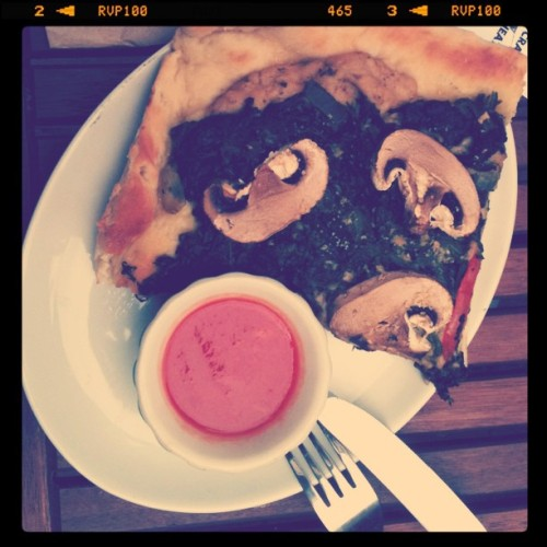 reblogged from bellaela:  Vegan Pizza in Gallery Cafe, London #vegan (Taken with instagram)  Come to mama.