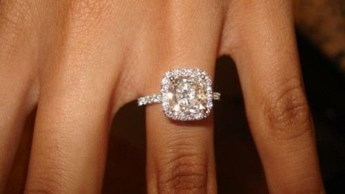 beachgirlsandabucketofglitter:  Yes please!  i actually love this ring even though it's a square!!! GORGEOUS!