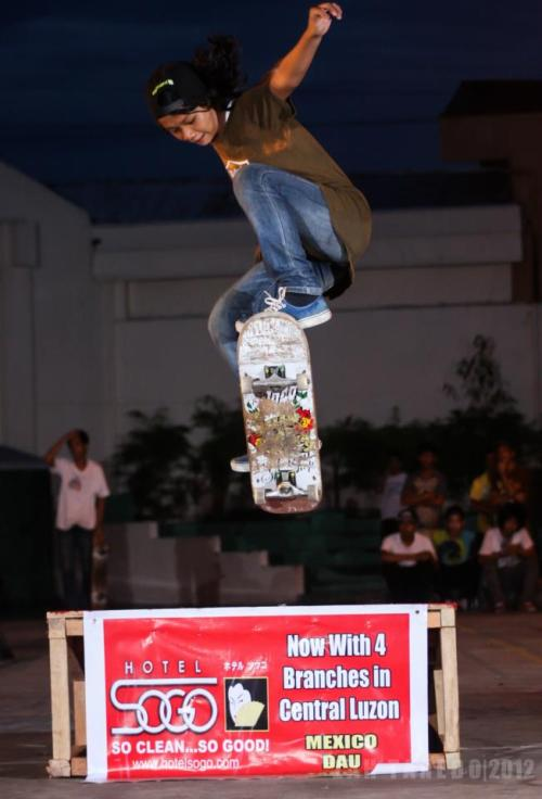 ayang 12yr old girl skater from urdaneta, pinas.