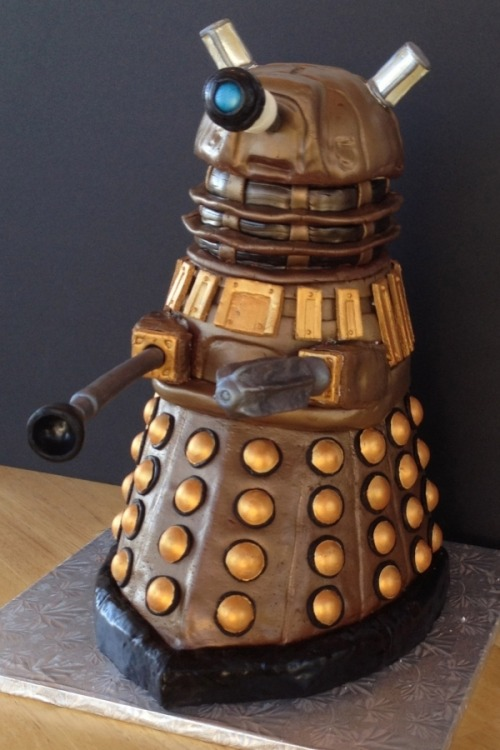 "deeprogram:  ""There is only one form of cake that matters: Dalek cake"""