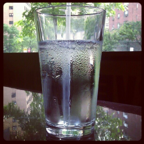 Drinking plain water instead of fizzy drinks and fruit juice 'lowers the risk of women developing diabetes' Replacing sweet drinks with water could help stave off the metabolic disorder, scientists believe But adding water to a sugary beverage will not make any difference