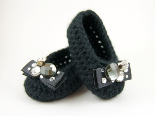 So here are the finished Coach Lexi Flats inspired baby slippers. What'cha think!?