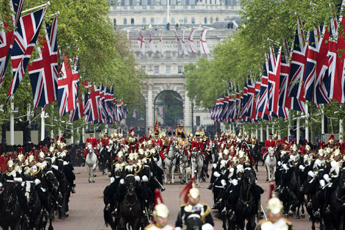 YES.  POMP AND CIRCUMSTANCE AND SHINY UNIFORMS A GO-GO.  HURRAH.  (image courtesy of John McDougall and the Guardian, and my medieval historian monarchical tendencies.)