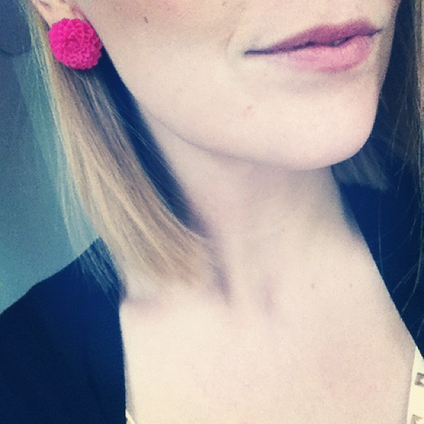 New big flower cabochon earrings. Soon available in red, pink and grey. What do you think? (Pris avec instagram)
