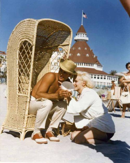 #Marilynettes ~ Marilyn Monroe and Tony Curtis found the most perfect seashell! [1958 Some Like It Hot]