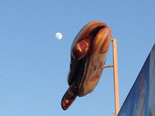 beachhouse2012:  Hot dog moon in Barcelona