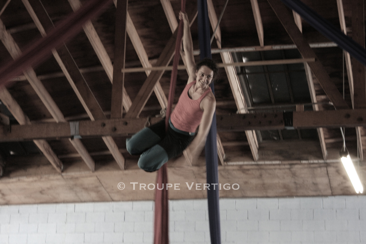 Performer Nella Von Zerboni rehearsing for Nighthawks at Cirque School Los Angeles. Photo by Kat Purgal