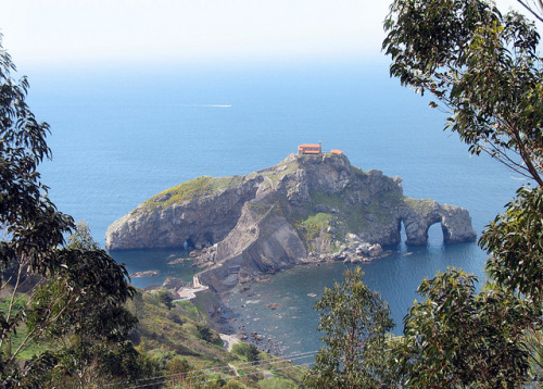 travelingcolors:  San Juan de Gaztelugatxe, Basque Country | Spain (by Batikart)